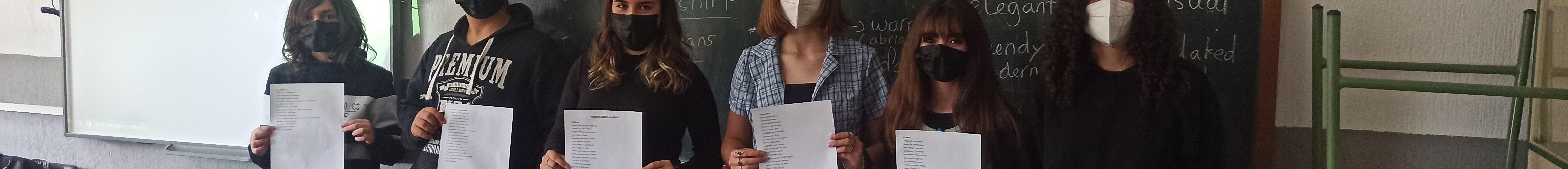 Alumnos de 2ºA el día del Libro