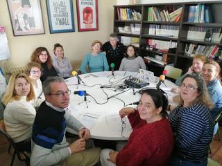 Alumnos en la radio.